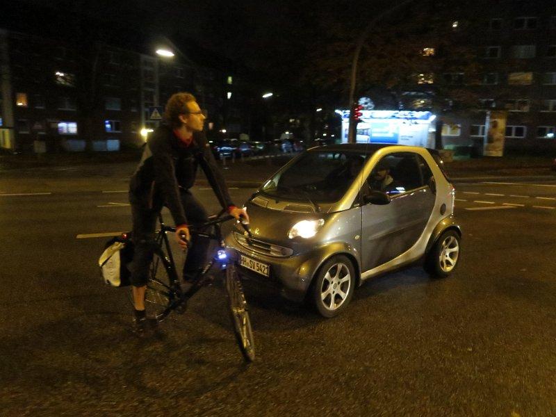 http://bilder.helmuts-fahrrad-seiten.de/Radtouren/Critical%20Mass%20Hamburg%2010%2713/slides/Critical%20Mass%20Hamburg%20043.JPG
